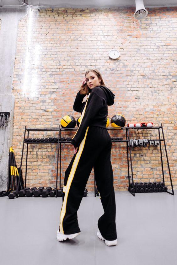 Удобно и модно: как носить спортивные костюмы и не выглядеть глупо