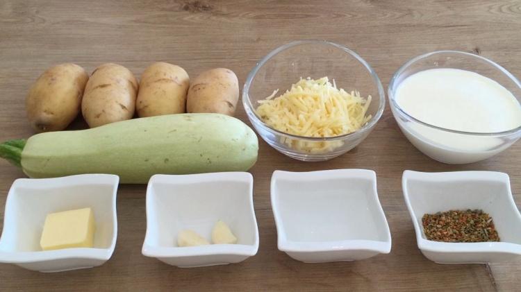 Картофель запечённый с кабачками и сыром