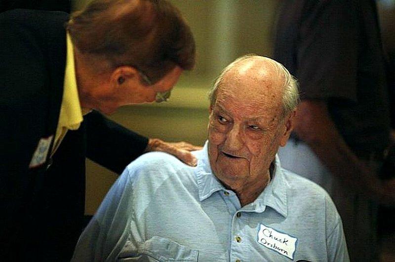 Человек по имени Чарльз Осборн икал в течение 68 лет. информация, картинки, факты