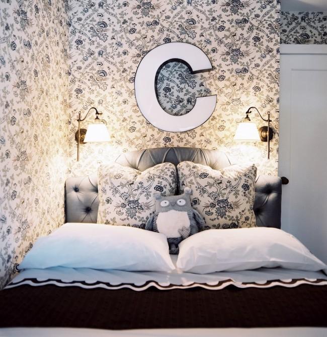 Отделка комнаты в светлых тонах поможет визуально расширить пространство вашей спальни