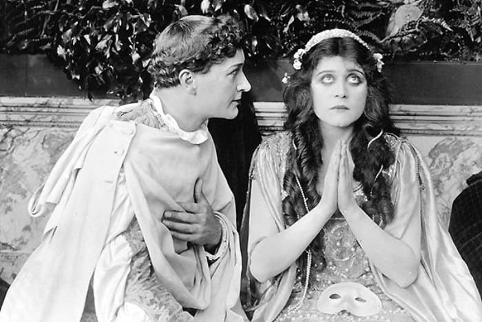 Гарри Хиллиард и Теда Бара в фильме *Ромео и Джульетта*, 1916 | Фото: tele.ru