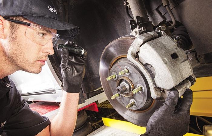 «Пятерка» признаков, которые указывают на серьезнейшие проблемы в тормозной системе авто