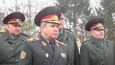 На Украине генералов больше,…