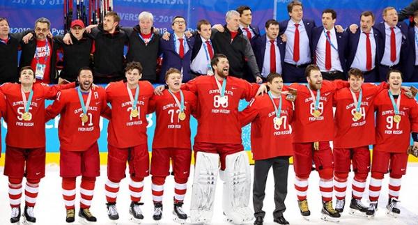 Олимпийские чемпионы спели гимн России