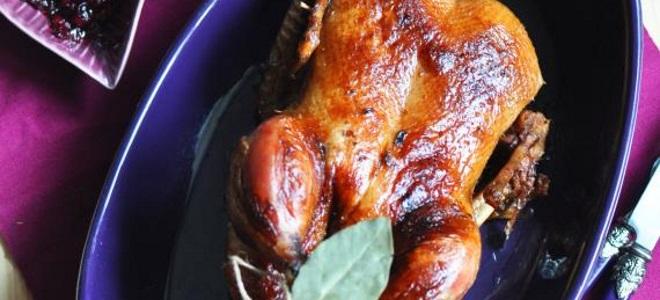 Курица в духовке в пиве целиком
