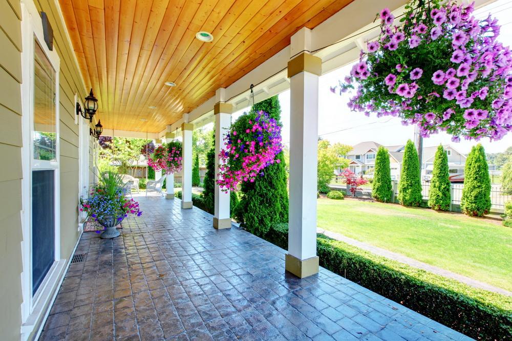стиль интерьере цветы на крыльце дома фото когда