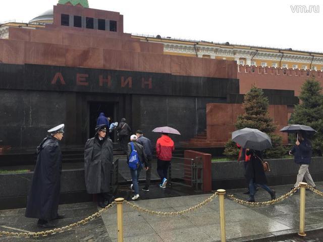Депутат предложил заменить тело Владимира Ленина резиновой копией