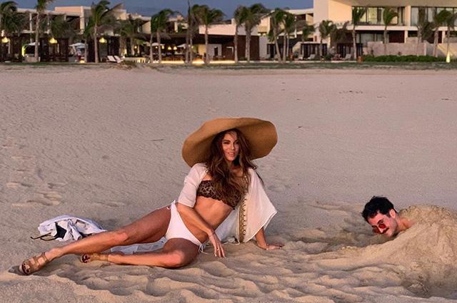 Кейт Бекинсейл резко ответила хейтеру на подозрение в кризисе среднего возраста среднего, Бекинсейл, возраста, Поклонники, сфотографировалась, каникул, мексиканских, своих, время, кризисом, города, бикини, публикации, объяснившим, одним, Instagram, перепалку, пляже, КабоСанЛукас, устроила