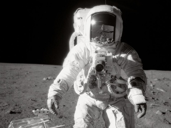 Image-of-_Bean-on-Moon