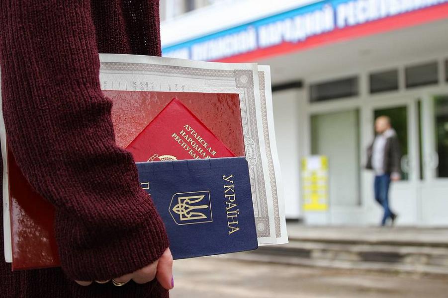 Киев угрожает лишением гражданства. Чей тогда будет Донбасс?