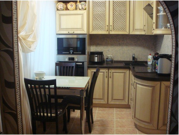 Интерьер небольшой по размерам кухни