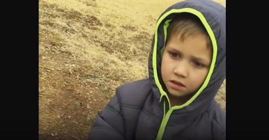 Мальчик усердно искал свою пропавшую собаку. Мама засняла момент их встречи