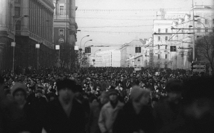 Первый массовый несанкционированный митинг 19 марта 1989 года
