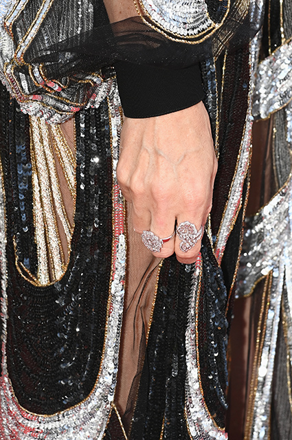 Канны-2021: золото, плиссировки и перья — обсуждаем вечерние образы Джоди Тернер-Смит, Изабель Гулар, Тильды Суинтон и других Звездный стиль
