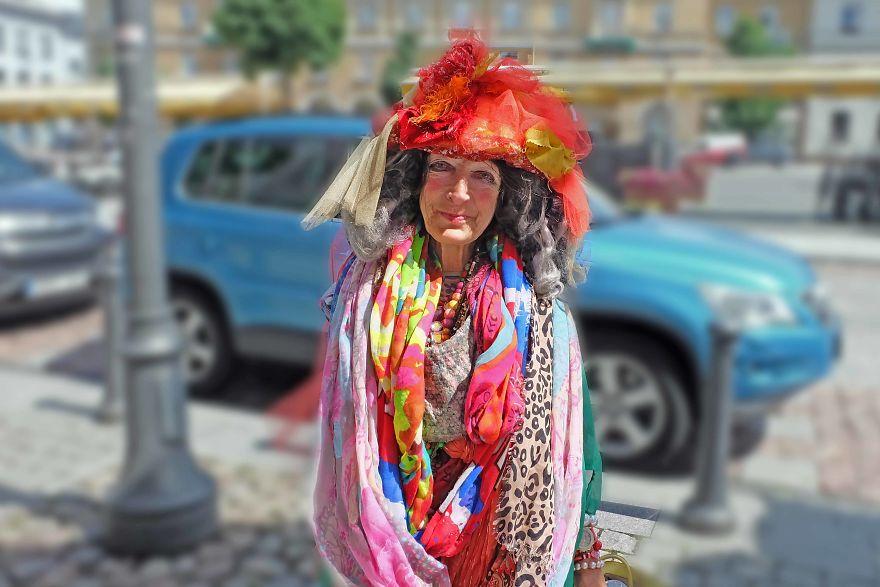 80-летняя бездомная из Вильнюса: местная знаменитость и истинная икона стиля