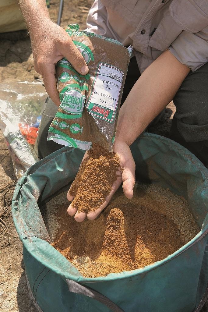 Для прикармливания на сильном течении добавляют клей или Betonite.