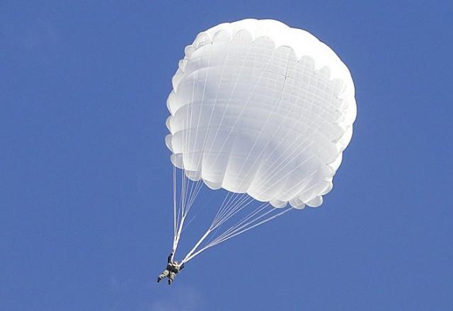 Тайна белого парашютиста