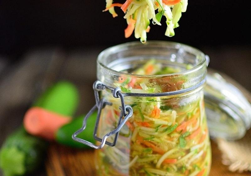 Маринованный салат из молодого кабачка
