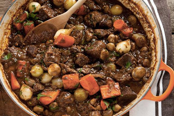 Говядина по-бургундски или французское мясное рагу