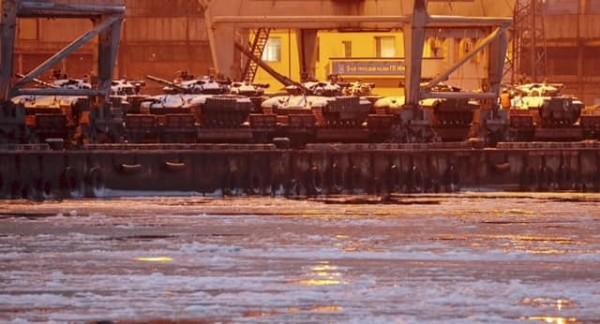 Танки в порту Мариуполя