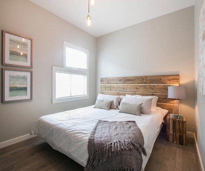 дизайн маленькой спальни кровать у окна