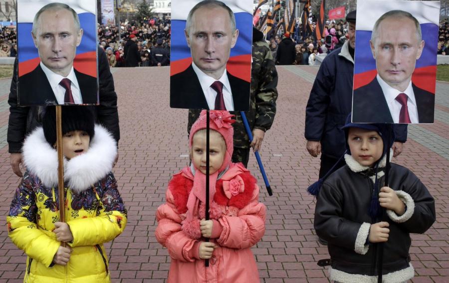 Вы не правы Элла!!! Никто не может запрещать детям высказываться о своей глубокой любви к Путину.