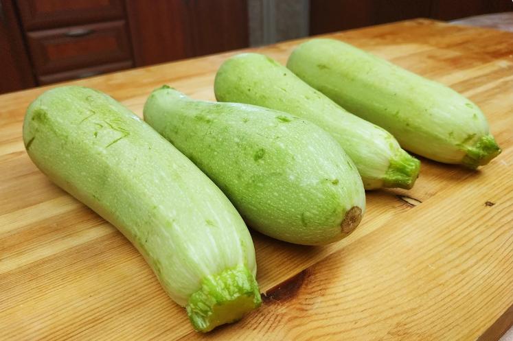 Попался новый рецепт из кабачков: вкуснее, чем блины и оладьи, только проще и жарить не нужно