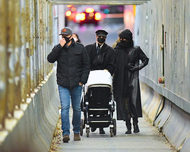 Узнай меня, если сможешь: Джиджи Хадид впервые замечена на прогулке с новорожденной дочерью Дети,Дети знаменитостей