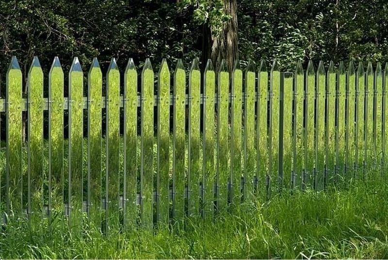 Зеркальный забор: креативная идея для сада