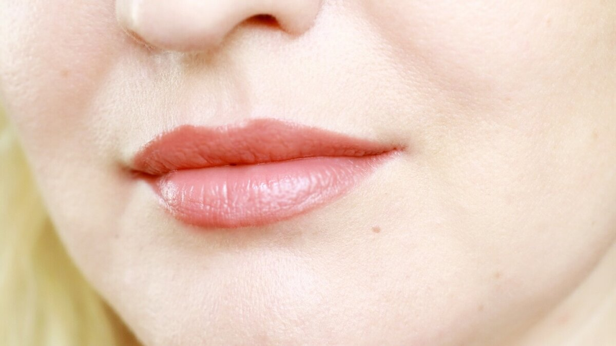 Как омолодить губы всего четырьмя штрихами чтобы, карандаш, помады, после, контур, наносим, средство, неровности, помаду, пределами, слегка, более, средства, полоске, белесой, Однако, губах, дальнейшем, хотите, темнее