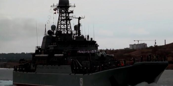 """Опубликовано видео первого прохода БДК """"Азов"""" под аркой Крымского моста"""