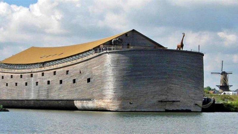 Нидерландский плотник построил Ноев ковчег в натуральную величину и теперь хочет плыть в Израиль