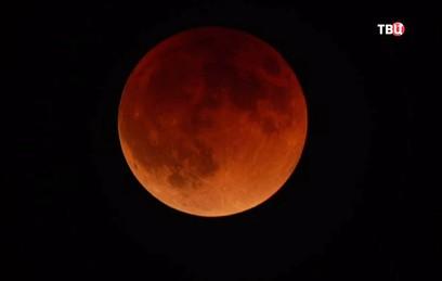 """Жители Земли увидели затмение """"кровавой"""" Луны"""