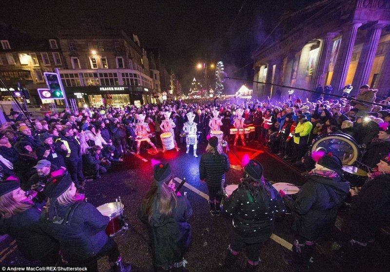 Празднование Хогманая, Эдинбург великобритания, новый год, погуляли, тусовщики, фоторепортаж, хогманей, шотландия