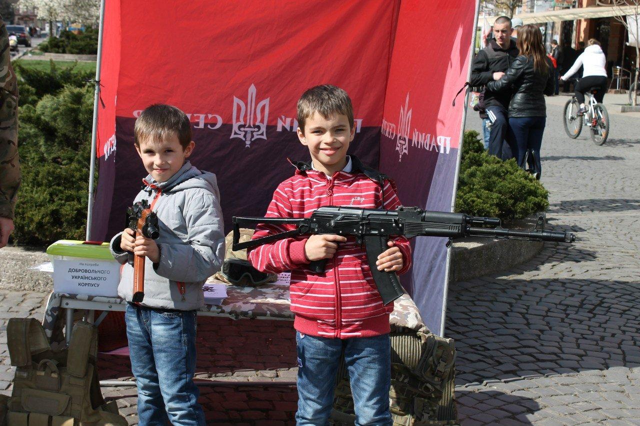 На Украине воспет юношеский культ УПА