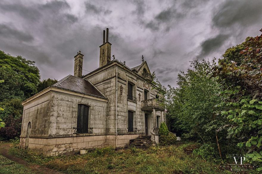 Заброшенный дом во французской деревне, где время остановилось