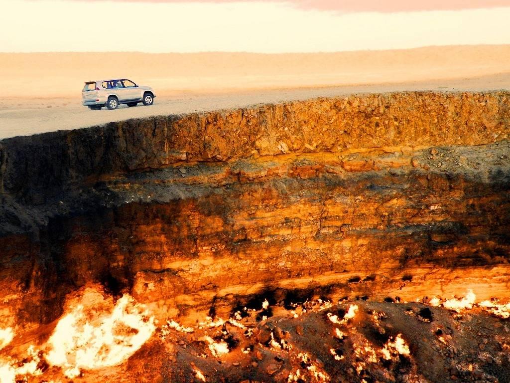 Врата ада Derweze Туркменистан. Могущество и величие природы. Самые загадочные и аномальные геологические образования на планете. Фото с сайта NewPix.ru