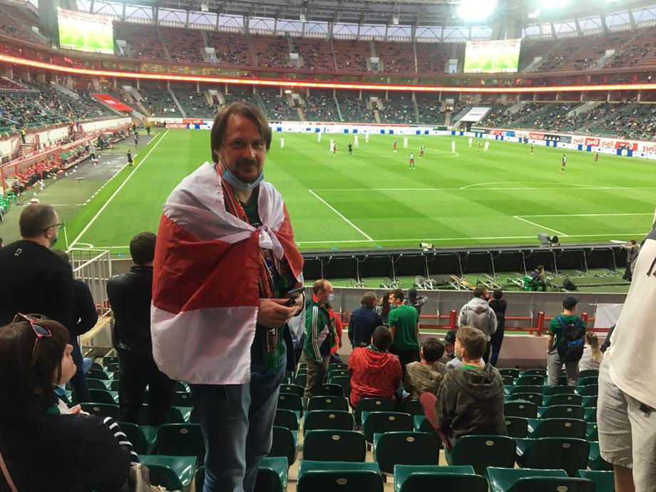 На стадионах Москвы запретили красно-белый флаг. Всё из-за протестов в Беларуси живе беларусь,общество,россияне,футбол
