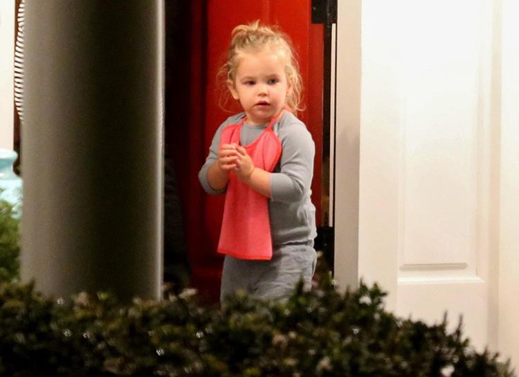 Ирина Шейк и Брэдли Купер с дочерью побывали в гостях у Дженнифер Гарнер Звезды / Звездные пары