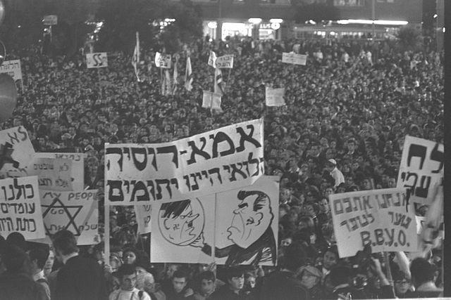 В 1970-м году группа еврейских диссидентов пыталась покинуть СССР на угнанном самолете, но была задержана КГБ