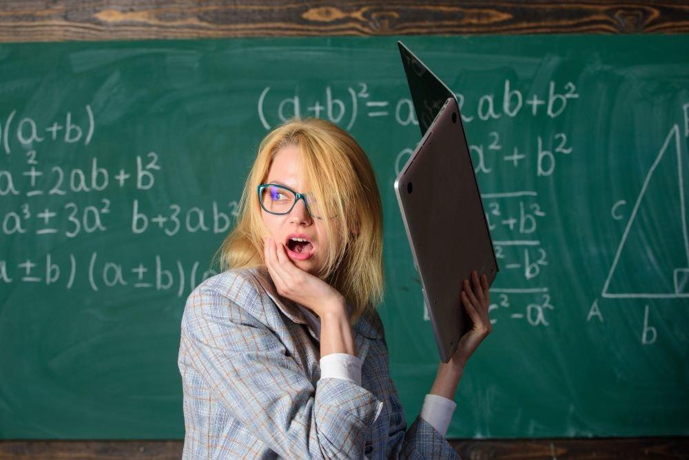 В Ленобласти разберутся с юмористическими картинками на учителей
