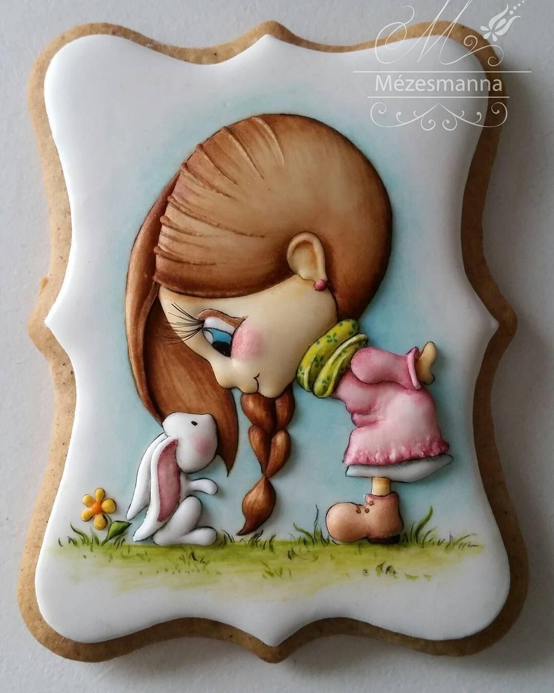Венгерский кондитер Judit Czinkne Poor рисует на печенье