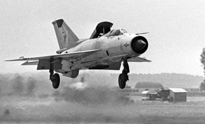 Побег от НАТО: советский летчик приземлился на немецком аэродроме и сбежал истребитель,летчик,МиГ-21,нато,Пространство,самолет,СССР