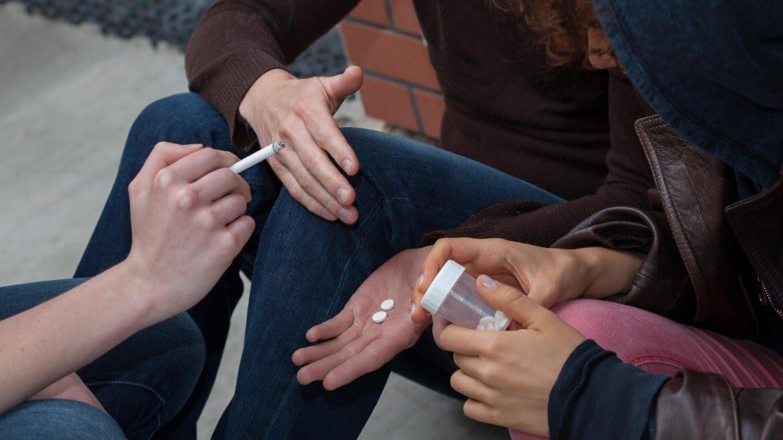 Корвалол и валокордин – нарколог об опасной зависимости пенсионеров аптека,аптечная наркомания,зависимость,здоровье,наркология,образ жизни