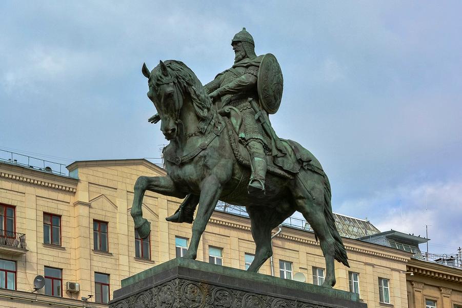 Зачем Порошенко обидел киевских князей и Москву?