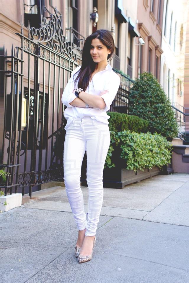 девушки в белых обтягивающих джинсах всегда хотела