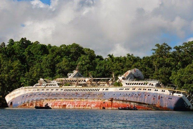 World Discoverer — семипалубное малое круизное судно ледового класса 1A было введено в эксплуатацию в 1975 году выброшенные, жизнь, катастрофа, корабли, красота, невероятное
