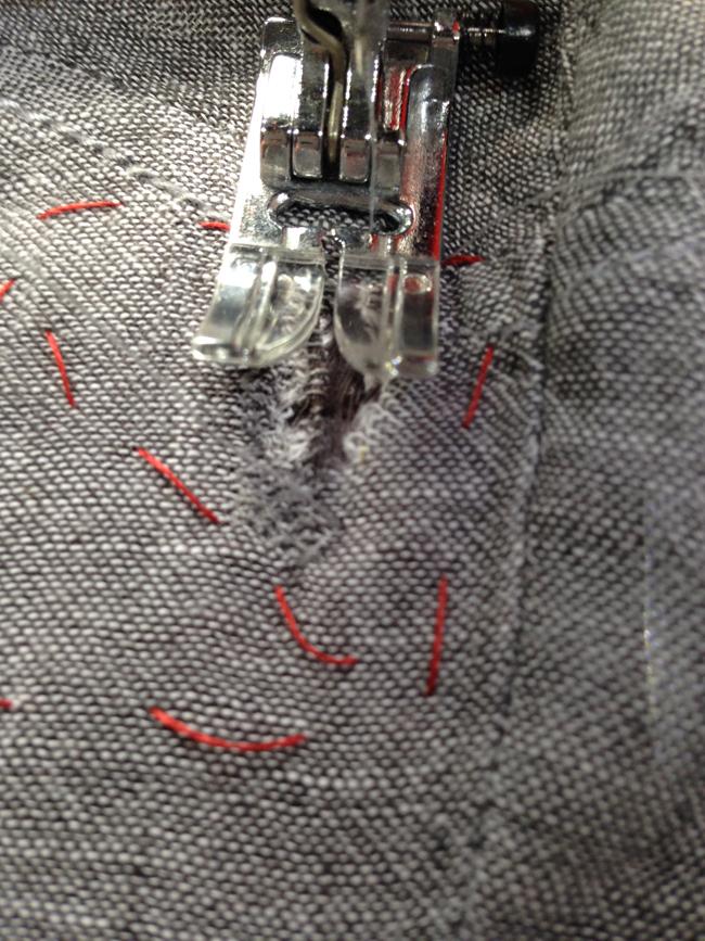 Деликатная штопка: как сделать заплатку с помощью швейной машинки