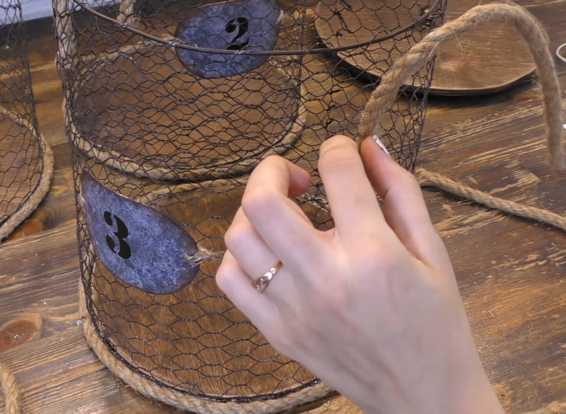 Стильное хранение вещей: отличная идея из простой сетки для кроликов интерьер,одежда,переделки,рукоделие,своими руками,сделай сам
