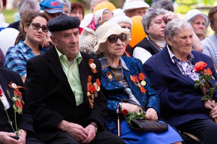 В Красноярске чиновницы обставили свои дома и дома родственников подарками для ветеранов ВОВ